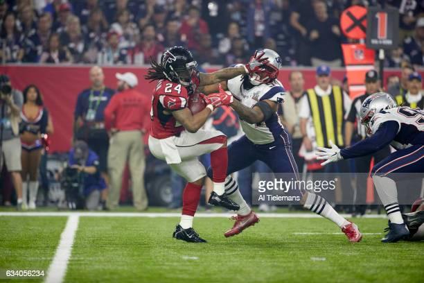 Super Bowl LI Atlanta Falcons Devonta Freeman in action rushing vs New England Patriots Dont'a Hightower at NRG Stadium Houston TX CREDIT Al Tielemans