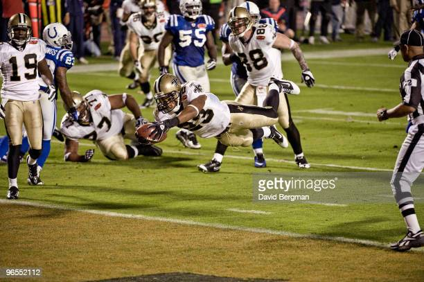 Super Bowl XLIV New Orleans Saints Pierre Thomas in action diving for touchdown vs Indianapolis Colts Miami FL 2/7/2010 CREDIT David Bergman