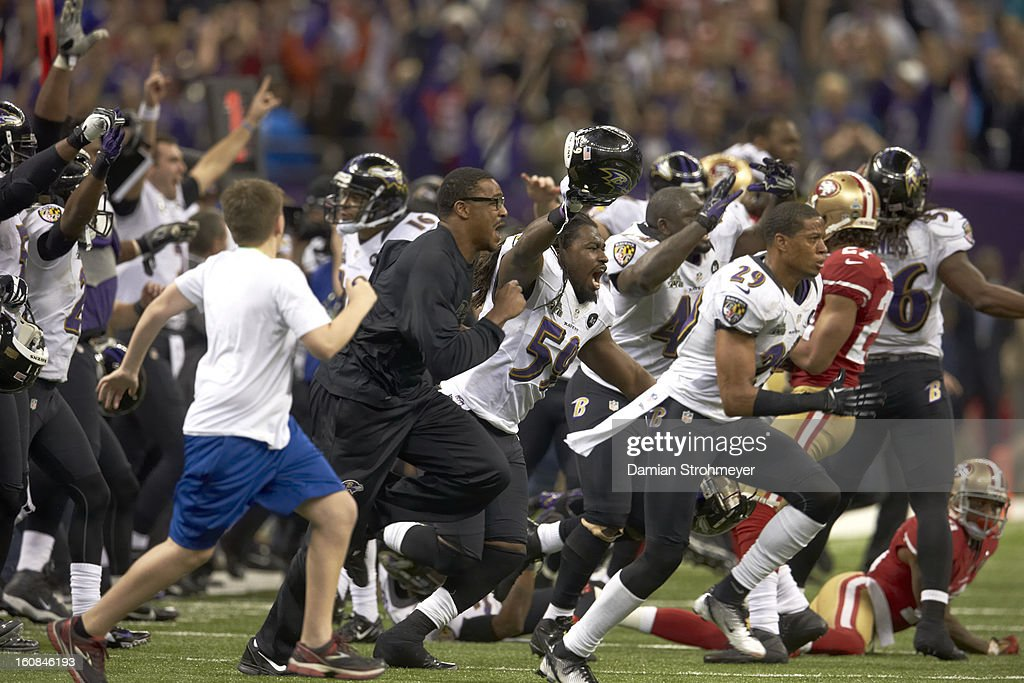 Baltimore Ravens Dannell Ellerbe (59) and teammates victorious on field after winning game vs San Francisco 49ers game at Mercedes-Benz Superdome. Damian Strohmeyer F19 )