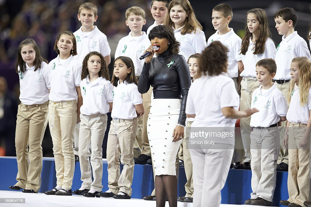 Celebrity singer Jennifer Hudson performing America the Beautiful with 26 students from Sandy Hook Elementary School in Newtown, Connecticut before Baltimore Ravens vs San Francisco 49ers game at Mercedes-Benz Superdome. Simon Bruty F94 )