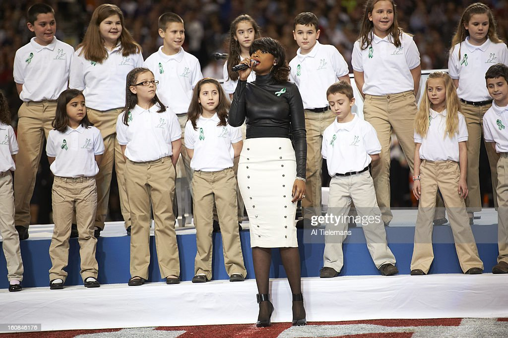 Celebrity singer Jennifer Hudson singing American the Beautiful with Newtown choir before Baltimore Ravens vs San Francisco 49ers at Mercedes-Benz Superdome. Al Tielemans F153 )
