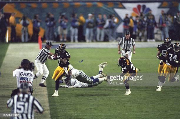 Super Bowl XXX Pittsburgh Steelers Deon Figures in action recovering onsides kick vs Dallas Cowboys at Sun Devil Stadium Tempe AZ 1/28/1996CREDIT VJ...