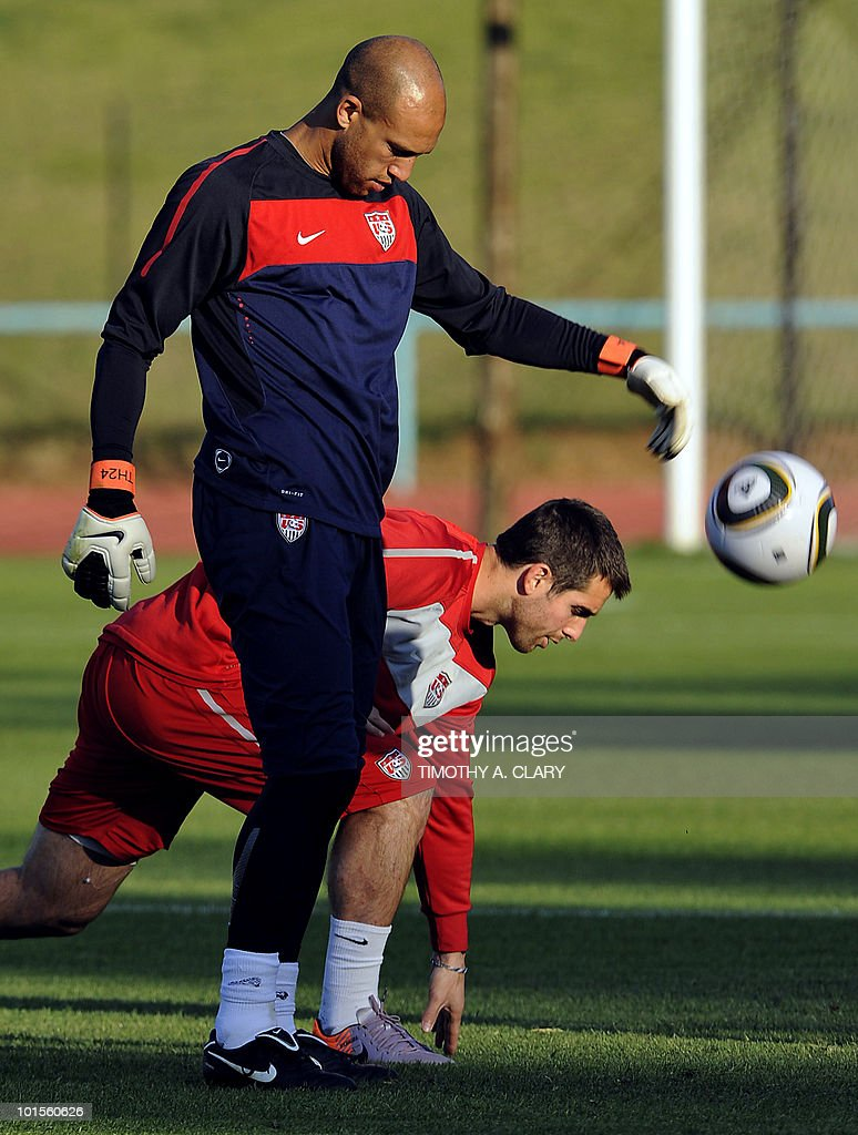 US football team goalkeeper Tim Howard (Front) and captain Carlos Bocanegro take part in a training session at Pilditch Stadium on June 2, 2010 in preparation for the 2010 FIFA World Cup held in South Africa.