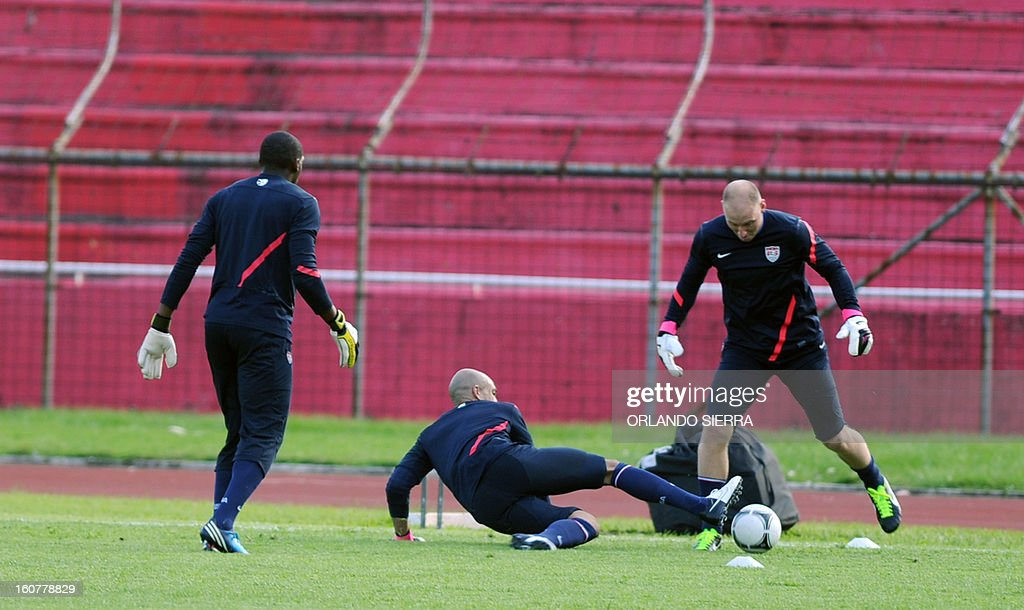US football team goalkeepers (L-R) Brad Guzan, Tim Howard and Sean Johnson train at the Olimpico Metropolitano stadium, in San Pedro Sula, 240 km north of Tegucigalpa, on February 5, 2013. The US will face Honduras on Wednesday on a WC2014 Concacaf qualifier football match. AFP PHOTO/Orlando SIERRA