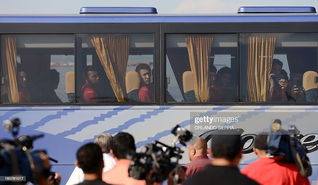 US football team players arrive for a training session at the Olimpico Metropolitano stadium, in San Pedro Sula, 240 km north of Tegucigalpa, on February 5, 2013. The US will face Honduras on Wednesday on a WC2014 Concacaf qualifier football match. AFP PHOTO/Orlando SIERRA