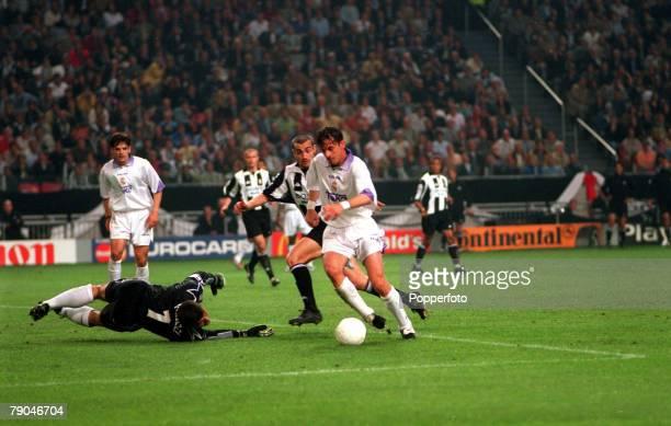 Football UEFA Champions League Final Amsterdam Holland 20th May 1998 Real Madrid 1 v Juventus 0 Real Madrid's Predrag Mijatovic rounds Juventus...