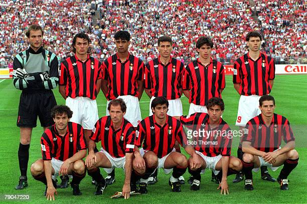 Football UEFA Champions League Final Munich Germany 26th May 1993 Marseille 1 v AC Milan 0 The AC Milan team lineup together for a group photograph...