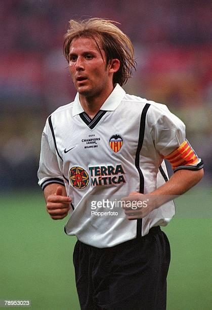 Football UEFA Champions League Milan Italy 23rd May 2001 Bayern Munich 1 v Valencia 1 Valencia captain Gaizka Mendieta