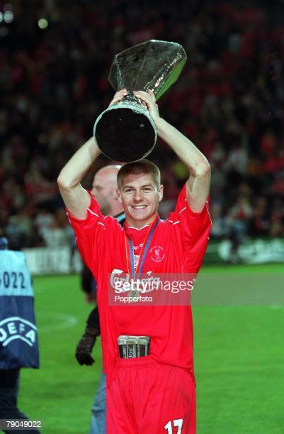 Football UEFA Cup Final 16th May 2001 Dortmund Germany Liverpool 5 v Deportivo Alaves 4 Liverpool's Steven Gerrard celebrates with the UEFA Cup