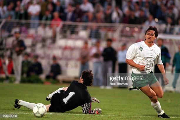 Football UEFA Cup Winners Cup Final Lisbon Portugal 6th May 1992 Monaco 0 v Werder Bremen 2 Bremens Wynton Rufer rounds Monacos keeper Ettori to...