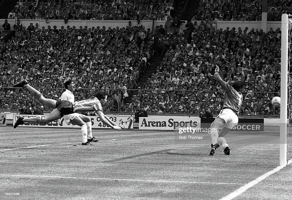 Football Wembley Stadium England FA Cup Final 16th May 1987 Coventry City 3 v Tottenham Hotspur 2 Coventry's Keith Houchen scores his side's second...