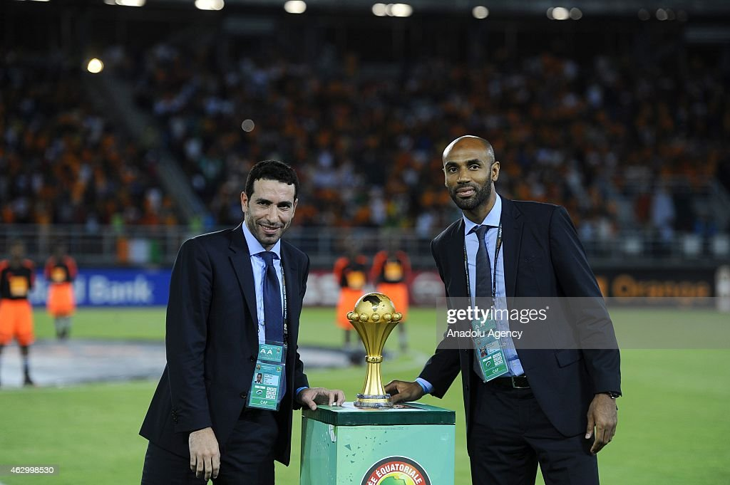 Footballer <a gi-track='captionPersonalityLinkClicked' href=/galleries/search?phrase=Frederic+Kanoute&family=editorial&specificpeople=213590 ng-click='$event.stopPropagation()'>Frederic Kanoute</a> (R) and Egyptian midfielder <a gi-track='captionPersonalityLinkClicked' href=/galleries/search?phrase=Mohamed+Aboutrika&family=editorial&specificpeople=4081123 ng-click='$event.stopPropagation()'>Mohamed Aboutrika</a> (L) deliver the 2015 African Cup of Nations trophy ahead of the final football match between Ivory Coast and Ghana in Bata on February 8, 2015.