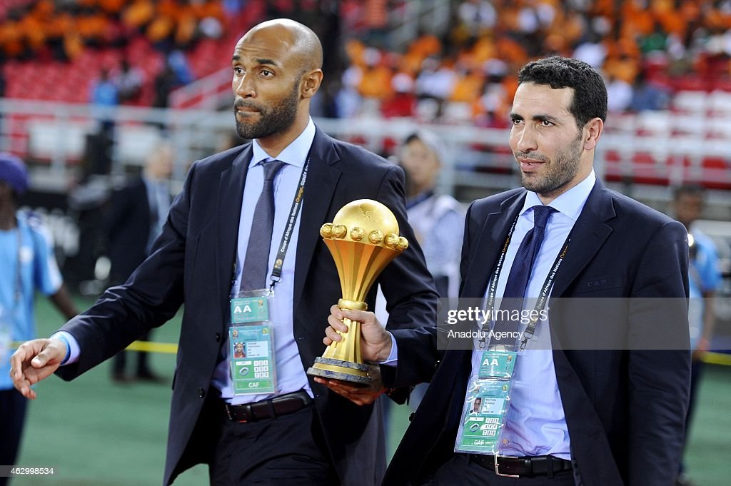 Footballer <a gi-track='captionPersonalityLinkClicked' href=/galleries/search?phrase=Frederic+Kanoute&family=editorial&specificpeople=213590 ng-click='$event.stopPropagation()'>Frederic Kanoute</a> (L) and Egyptian midfielder <a gi-track='captionPersonalityLinkClicked' href=/galleries/search?phrase=Mohamed+Aboutrika&family=editorial&specificpeople=4081123 ng-click='$event.stopPropagation()'>Mohamed Aboutrika</a> (R) deliver the 2015 African Cup of Nations trophy ahead of the final football match between Ivory Coast and Ghana in Bata on February 8, 2015.