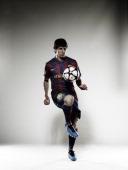 Lionel Messi, Self assignment,