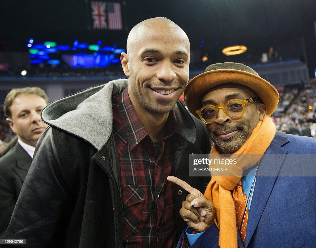 Footballer Thierry Henry (L) and film director Spike Lee (R) pose for a photograph ahead of the NBA basketball game between The New York Knicks and The Detroit Pistons at the O2 Arena in London on January 17, 2013. AFP PHOTO / ADRIAN DENNIS