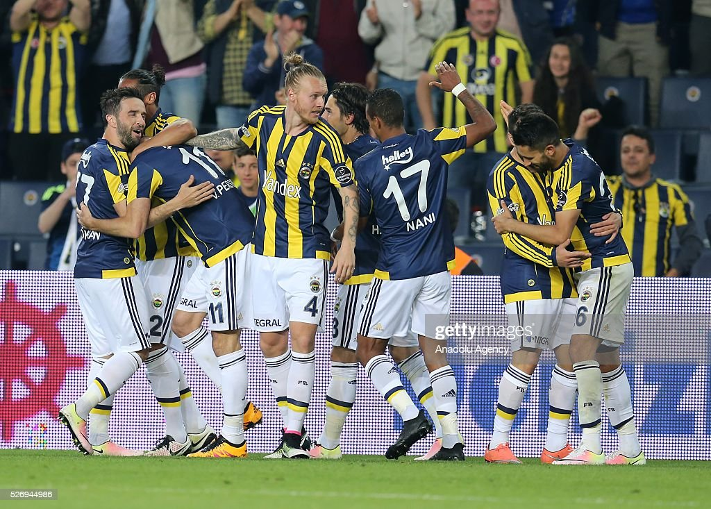Footballers of Fenerbahce celebrate after scoring a goal during the Turkish Super Toto Super Lig football match between Fenerbahce and Gaziantepspor at at Sukru Saracoglu Ulker Spor Complex in Istanbul, Turkey on 01 May, 2016.