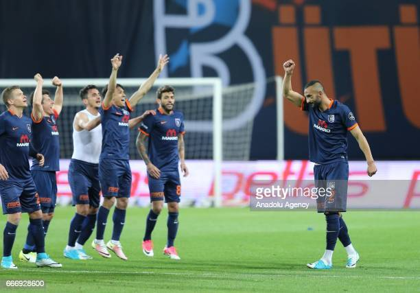 Footballers of Medipol Basaksehir celebrate after their victory at the end of the Turkish Spor Toto Super Lig football match between Medipol...
