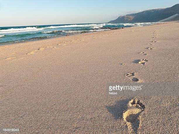 Fußspuren im sand und Strand, Shoab Soqotra, Jemen.