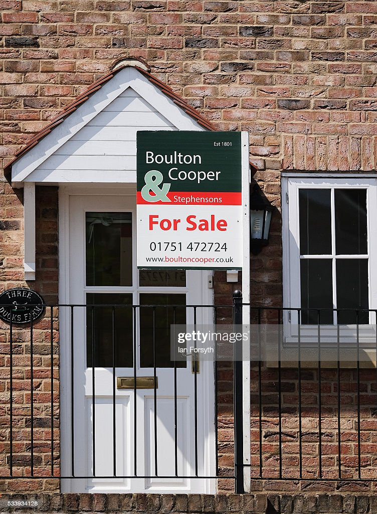 A for sale sign can be seen outside a home in the village of Kirby Misperton on May 24, 2016 in Malton, England. North Yorkshire Planning and Regulatory Committee voted seven to four in favour of a planning application submitted by Third Energy to conduct fracking at the KM8 drilling site near the village. Hydraulic Fracturing, or fracking, is a technique designed to recover gas and oil from shale rock.