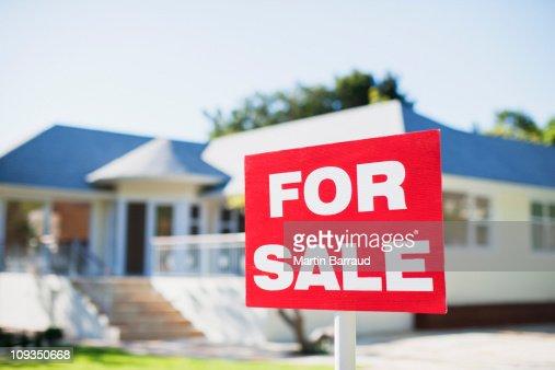 売買物件の看板でヤードの家