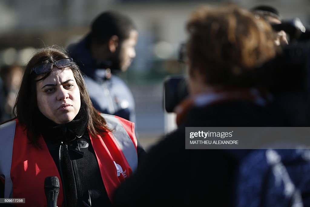 A Force Ouvriere (FO) trade union's representative speaks to the press as Uber and other ride-hailing companies, known in France as 'voitures de tourisme avec chauffeur' (VTC), a class of companies that allow passengers to book rides with independent professional chauffeurs, gather at Porte Maillot in Paris on February 11, 2016, to defend jobs they believe are threatened by measures the government recently announced in favor of taxis. / AFP / MATTHIEU ALEXANDRE