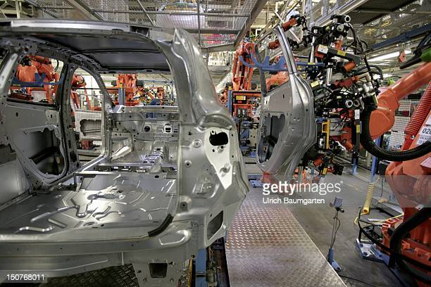 GERMANY SAARLOUIS Ford car production at the production location in Saarlouis Germany Our picture shows door assembly at the Ford Focus Kombi