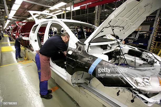 GERMANY SAARLOUIS Ford car production at the production location in Saarlouis Germany Our picture shows working at the Ford Focus Kombi