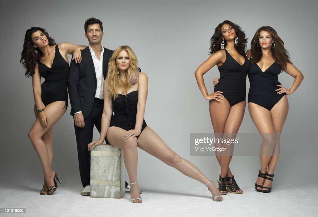 Ford models Crystal Renn, Inga Eiriksdottir, Marquita Pring and Tara Lynn with the head of Ford Model's Plus-size division, Gary Dakin, at a portrait session for London Times April, 2010 in New York City. Published image.