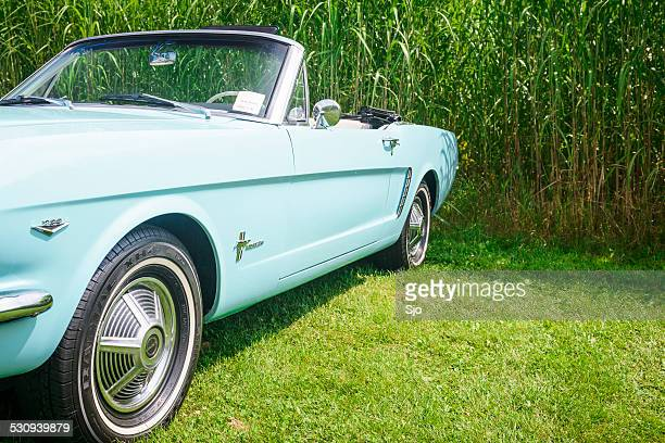 Ford Mustang voiture classique convertible