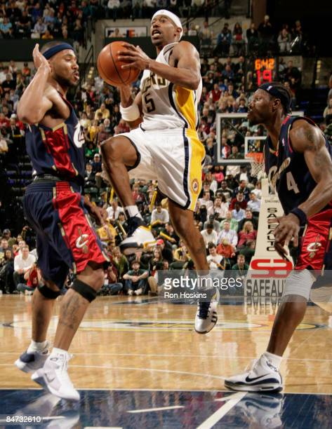 T J Ford of the Indiana Pacers splits Mo Williams and Ben Wallace of the Cleveland Cavaliers at Conseco Fieldhouse on February 10 2009 in...