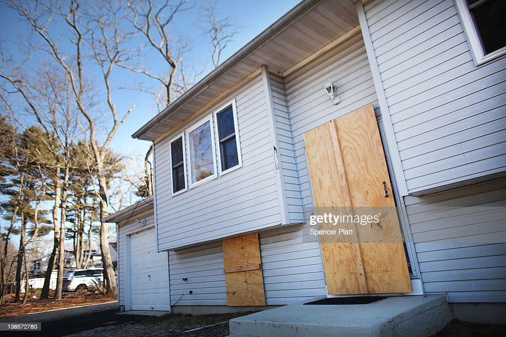 A foreclosed home stands boarded up on February 9, 2012 in Islip, New York. A New York State Department of Financial Services Foreclosure Relief Unit van visited Islip to provide individuals who are facing foreclosure with counselors who can assess where homeowners are in the pre-foreclosure or foreclosure process. The mobile unit, which is eequipped with computers and communications, looks to slow the number of foreclosures in the state and to provide information about loan modifications available to homeowners under federal law. Islip, which is located in Suffolk County, has the highest foreclosure rate in New York State.