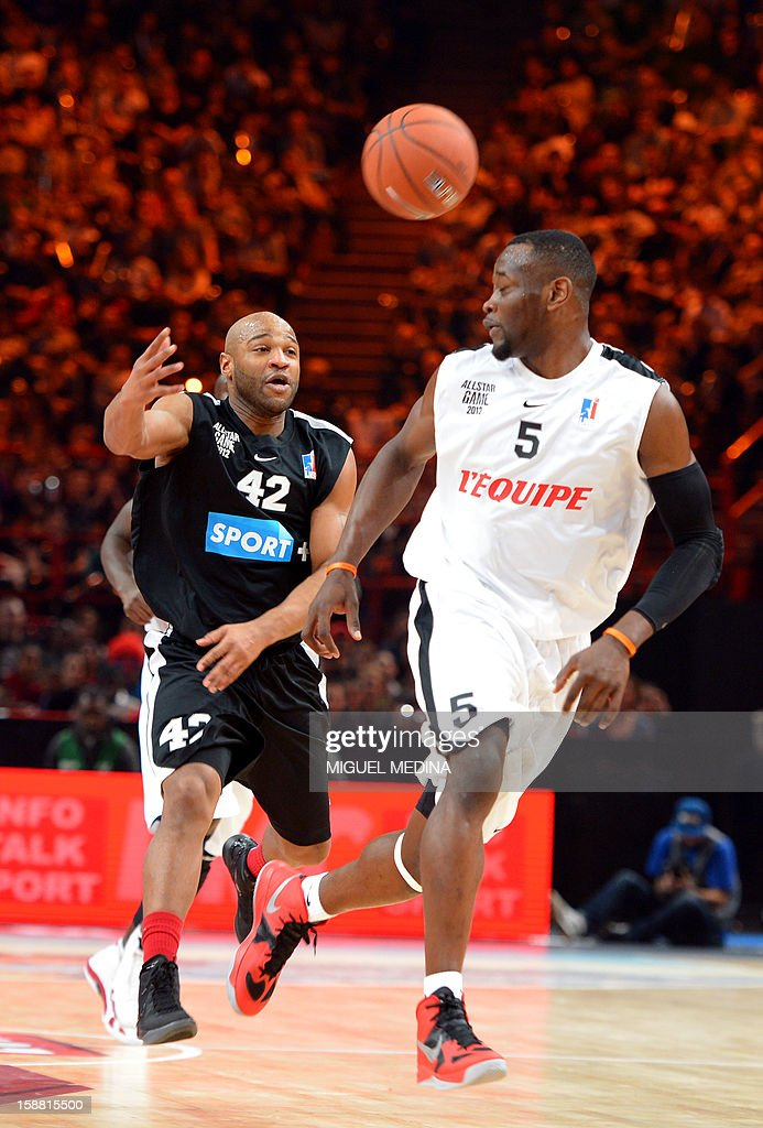 Foreign All Star US player Khalid El-Amin (L) vies with French All star player Charles Kahudi (R) during the France's national basketball league (LNB) 2012 All Star Game on December 30, 2012 at the Palais Omnisport de Paris-Bercy (POPB) in Paris. AFP PHOTO MIGUEL MEDINA