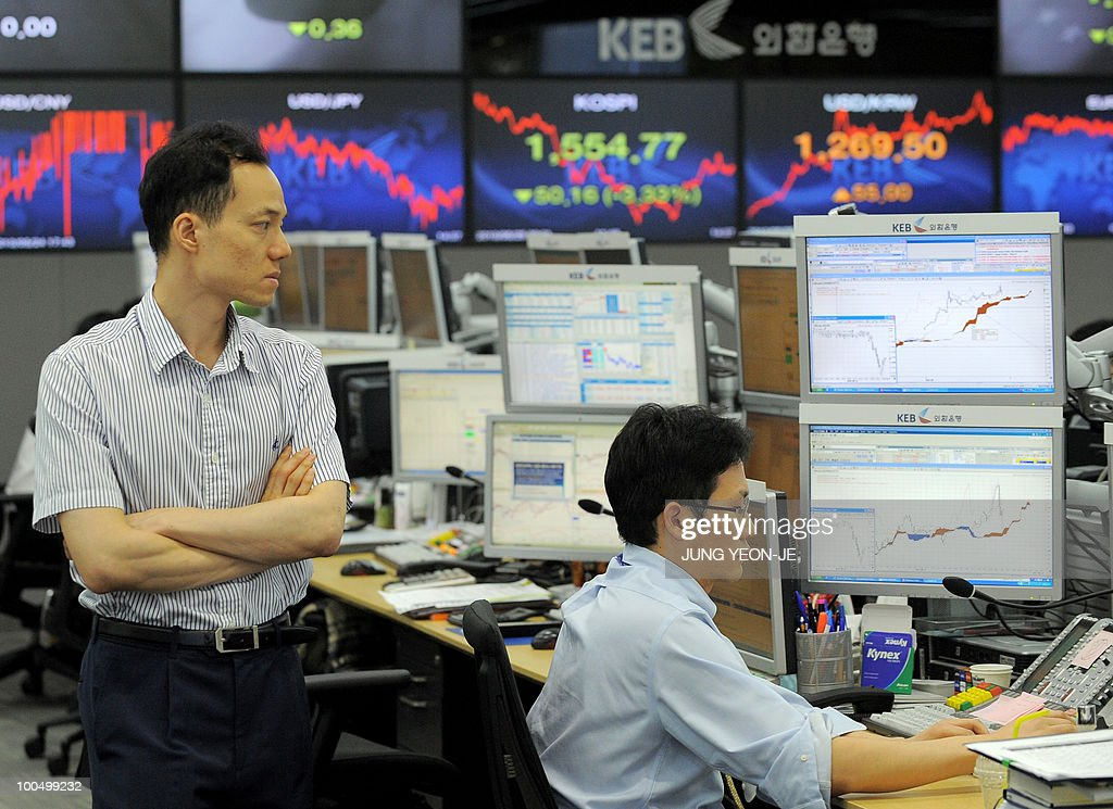Foreign currency dealers monitor exchange rates on computer screens at the Korean Exchange Bank in Seoul on May 25, 2010. South Korea's currency and stock markets fell sharply amid escalating tensions over the deadly sinking of a warship and Europe's debt crisis.
