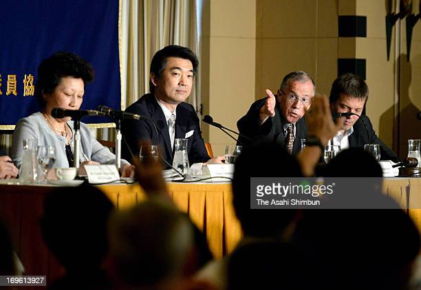 Foreign media reporters raise their hand asking for the question to Osaka mayor and Japan Resotration Party coleader Toru Hashimoto during a press...