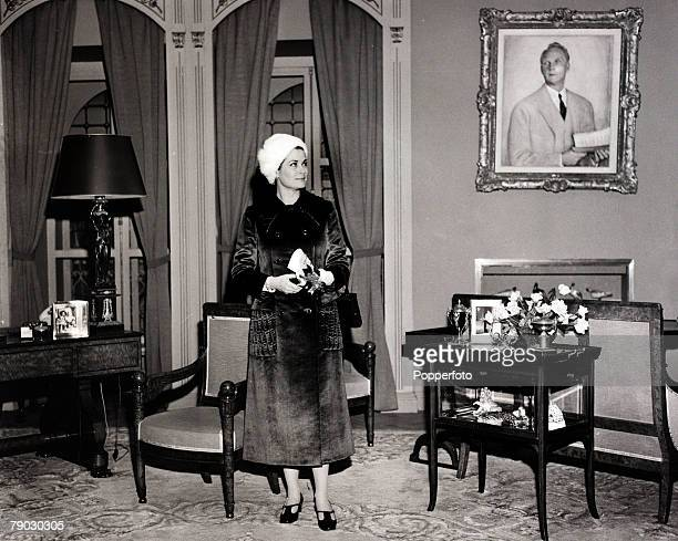 Foreign Royalty/Cinema London England 17th March 1971 Princess Grace of Monaco formerly Grace Kelly visits the 'Monaco' room at the Ideal Home...