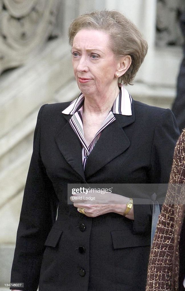 Margaret Beckett, left, U.K. Foreign secretary, speaks durin