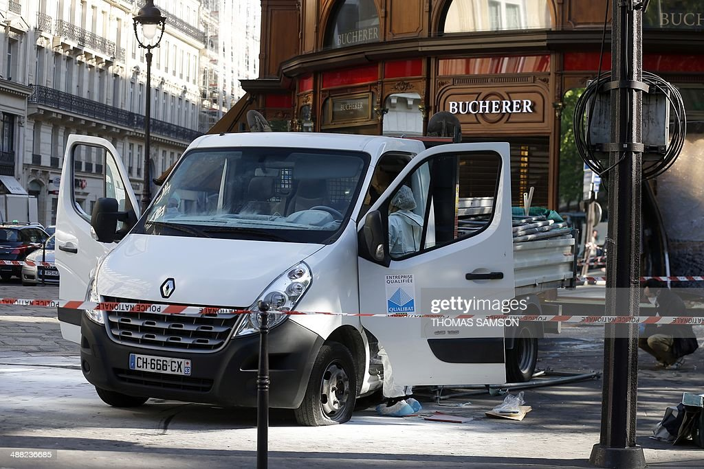 Forensic experts and police officer look for evidence outside the jewellery store which was attacked by unidentified men with a motorized battering ram on May 5, 2014 in Paris' Opera district.