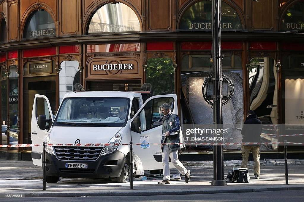 Forensic experts and police officer look for evidence outside the jewellery store which was attacked by unidentified men with a motorized battering ram (L) on May 5, 2014 in Paris' Opera district.