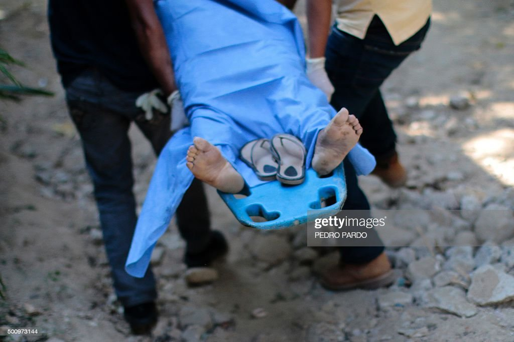TOPSHOT Forensic personnel carry the body of a woman murdered on December 11 2015 in Acapulco Guerrero state Mexico Guerrero is one of Mexico's...