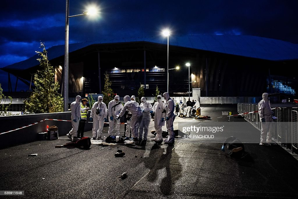 Forensic personnel take part in a mock suicide attack exercise as part of security measures for the upcoming Euro 2016 football championship, at the Parc Olympique Lyonnais stadium in Decines-Charpieu, near Lyon, central-eastern France, on May 30, 2016. / AFP / JEFF