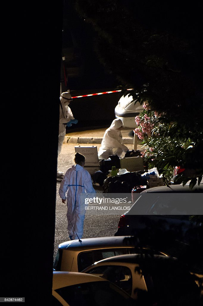 Forensic police officers investigate the crime scene after two men were shot dead in a car on the A7 motorway in Marseille, southern France, early on June 25, 2016. / AFP / BERTRAND