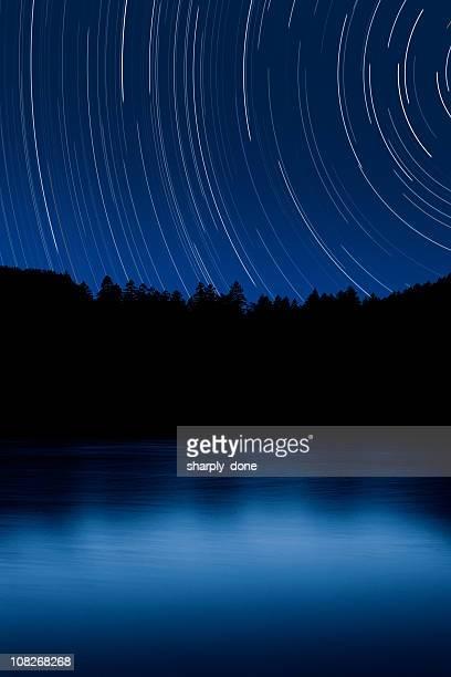 XXL foresta e il lago con cielo stellato
