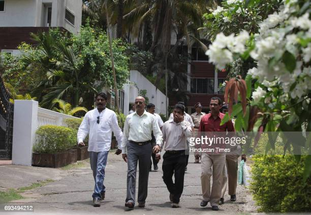 Forest officials going inside the Hema MaliniÕs bungalow after a Leopard came to her bungalow in Dindoshi area of northwest Mumbai creating panic...