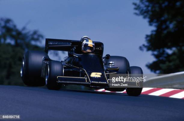 Formel 1 Grand Prix Deutschland 1976 Nuerburgring Nordschleife Gunnar Nilsson LotusFord 77 Sprung wwwhochzweinet copyright HOCH ZWEI / Ronco