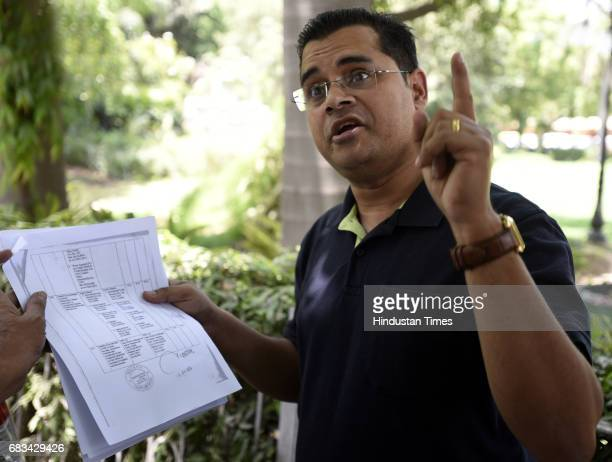 Former AAP member Neil Terrance Haslam talking to media persons outside RML Hospital on May 15 2017 in New Delhi India Haslam selfproclaimed...