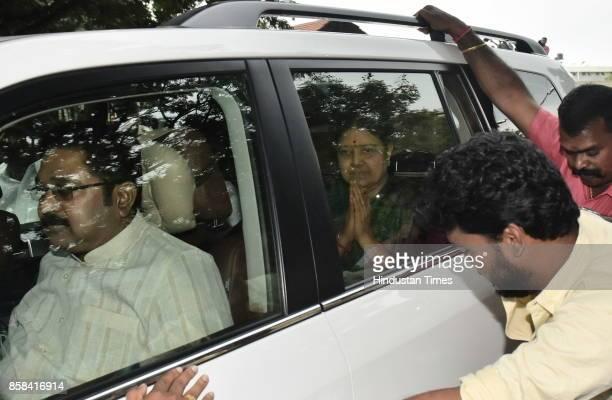 Former AIADMK Chief Sashikala leaves Bengaluru Central Jail on 5day parole on October 6 2017 in Bengaluru India VK Sasikala the jailed interim...