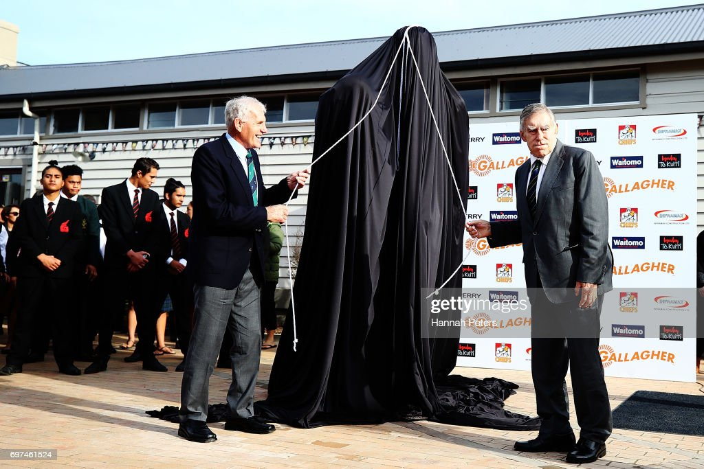 Former All Blacks players Stan Meads and Sir Colin Meads unveil a new statue on June 19, 2017 in Te Kuiti, New Zealand. The 1.5 x life size bronze sculpture has been designed and made by Auckland artist Natalie Stamilla.