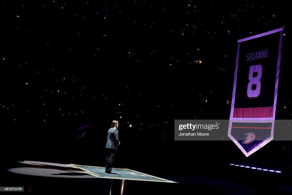 Former Anaheim Ducks player Teemu Selänne watches as his #8 jersey is raised during his retirement ceremony prior to the NHL game between the Winnepeg Jets and Anaheim Ducks at Honda Center on January 11, 2015 in Anaheim, California.