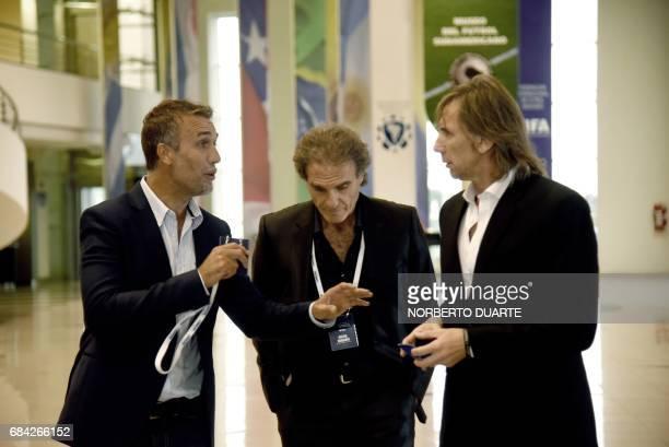 Former Argentine footballers Gabriel Batistuta Oscar Ruggeri and Ricardo Gareca talk at the Conmebol headquarters in Luque Paraguay on May 17 2017 /...