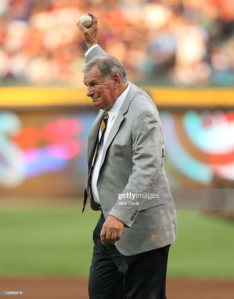 Former Atlanta Braves manager Bobby Cox loosens his arm before throwing out the first pitch after his number retirement ceremony and before the game between the Atlanta Braves and the Chicago Cubs at Turner Field on August 12, 2011 in Atlanta, Georgia.